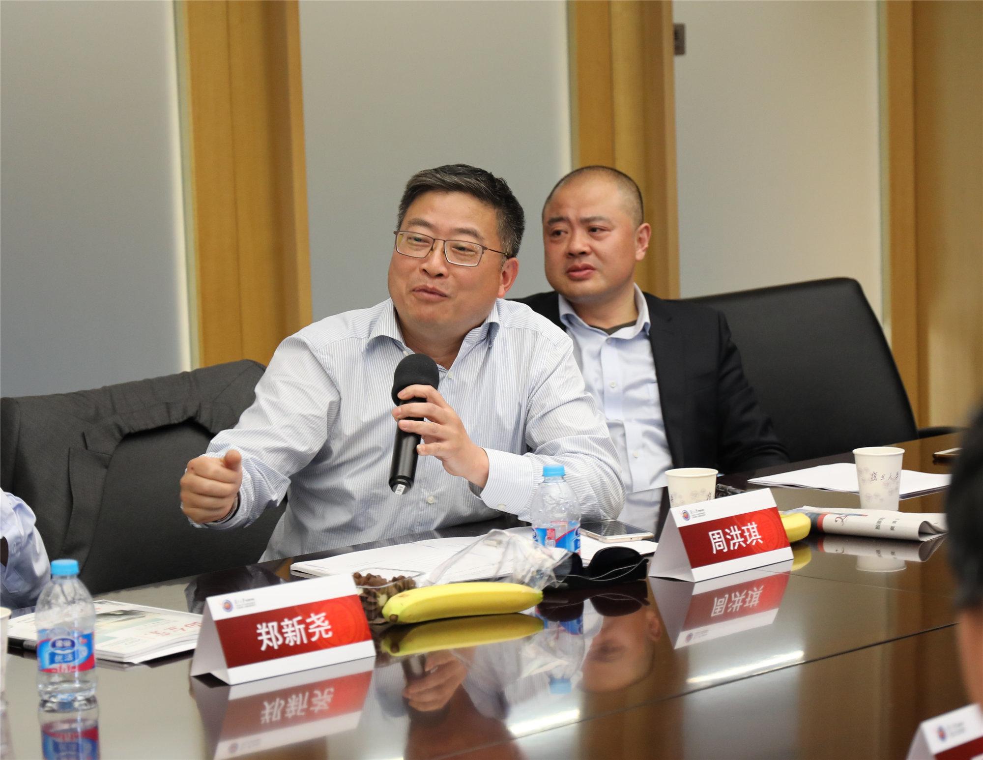 上海黃浦區商務委副主任 周洪琪